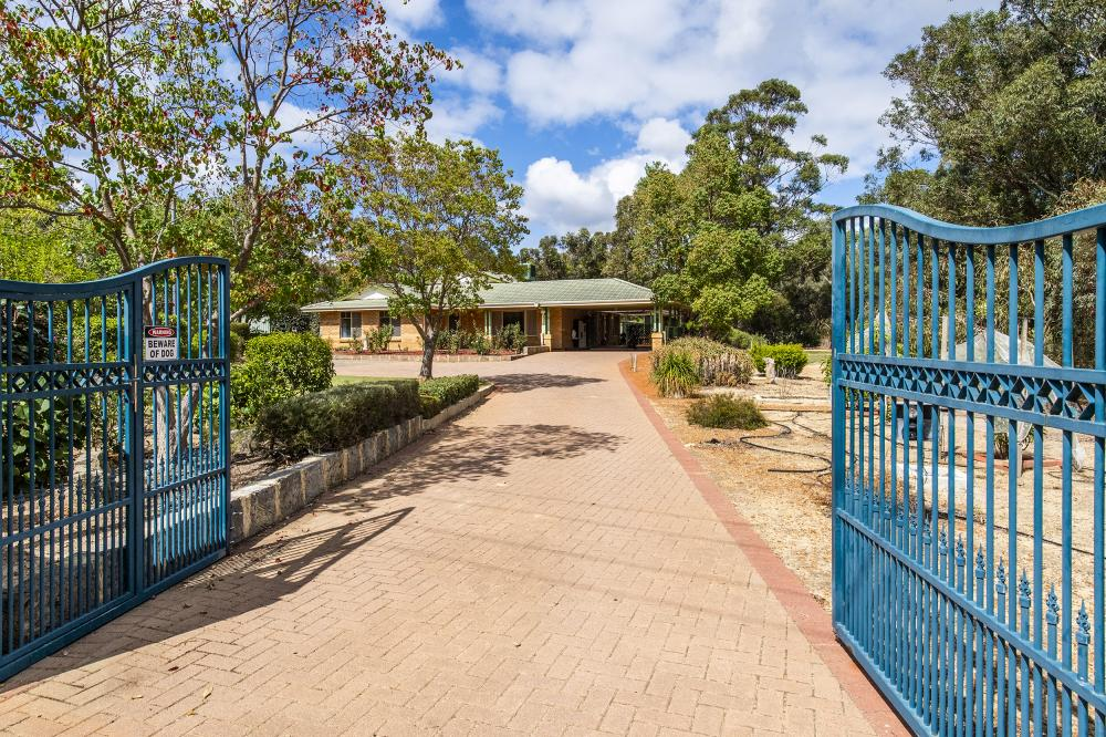 Great Family Home on 10,000sqm